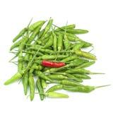 Красные зеленые chilis изолированные на белой предпосылке Стоковая Фотография RF