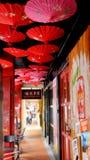 красные зонтики стоковая фотография rf