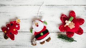 Красные игрушки рождества на белой предпосылке Стоковое Изображение RF