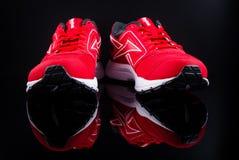 красные идущие ботинки Стоковые Фотографии RF