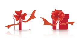 Красные и белые подарки с их смычками Стоковое Изображение RF