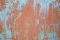 Красные и голубые метки краски на металле стоковое изображение