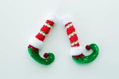 Красные и зеленые ботинки эльфа изолированные на белизне Стоковые Фотографии RF