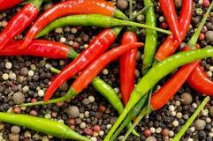 Красные и зеленые перцы стоковое фото rf