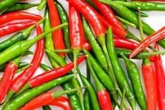 Красные и зеленые перцы chili стоковые фотографии rf