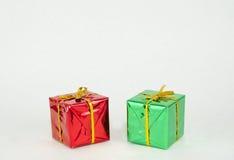 Красные и зеленые подарки на рождество Стоковые Фото