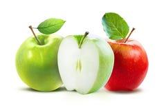 Красные и зеленые яблоки изолированные на белизне с путем клиппирования Стоковые Изображения RF