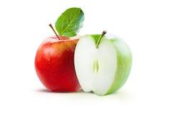 Красные и зеленые яблоки изолированные с путем клиппирования Стоковая Фотография