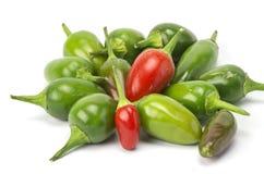 Красные и зеленые chilis стоковая фотография