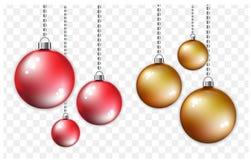 Красные и золотые шарики с серебряной цепью Стиль рождества и Нового Года на прозрачной предпосылке Стоковые Изображения