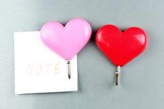 Красные и розовые сердца магнитов Стоковые Фотографии RF