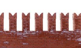 Красные кирпичи в стене Кремля на белой предпосылке стоковая фотография