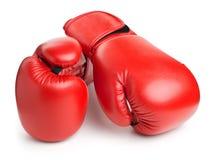 Красные кожаные перчатки бокса на белизне Стоковые Изображения RF