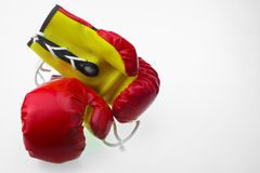 Красные кожаные перчатки бокса, предпосылка перчаток бокса, популярный спорт для бойца Стоковое Изображение