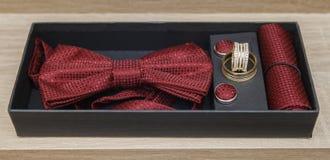 Красные комплект и кольца бабочки Стоковая Фотография RF