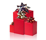 Красные коробки с смычками Стоковые Изображения
