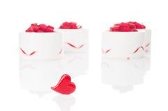 Красные крупный план и подарочные коробки сердца Стоковые Фото