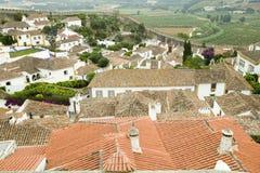 Красные крыши плитки в деревне Obidos основали кельтами в 300 ДО РОЖДЕСТВА ХРИСТОВА, Португалия Стоковое Фото
