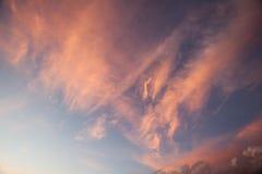 Красные облака на сумраке Стоковое Изображение RF