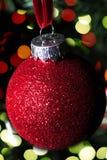 Красные орнамент рождества и света рождества Стоковые Фотографии RF