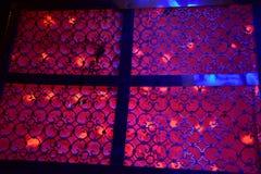 Красные освещение и картины на этапе для свадьбы Стоковые Изображения RF