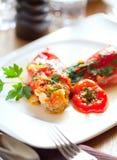 Красные перцы заполненные с мясом и булгуром стоковая фотография