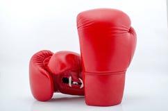 Красные перчатки бокса изолированные на белизне Стоковая Фотография