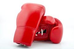 Красные перчатки бокса изолированные на белизне Стоковые Изображения RF