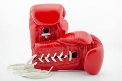 Красные перчатки бокса на белой предпосылке Стоковая Фотография