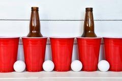Красные пластичные выпивая чашки Стоковое Фото