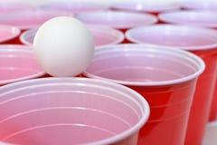 Красные пластичные выпивая чашки Стоковое фото RF