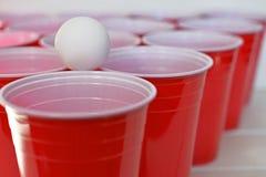 Красные пластичные выпивая чашки Стоковые Фотографии RF