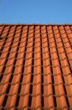 красные плитки крыши Стоковое фото RF