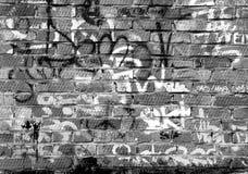 Красные подписи искусства кирпичной стены и баллончика конструкции Стоковая Фотография RF