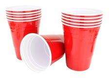 Красные пластичные устранимые выпивая чашки Стоковая Фотография