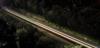 Красные рельсы как проходить метро плавят в светлую штриховатость Стоковые Изображения RF