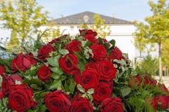 Красные розы свадьбы стоковая фотография