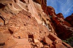 Красные руины жилища скалы утеса в Аризоне США Стоковые Фотографии RF