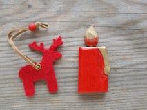 Красные северный олень и свечка Стоковая Фотография