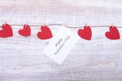 Красные сердца на деревянной предпосылке 8 дополнительный ai как осмотр приветствию архива eps дня карточки предпосылки теперь на Стоковые Изображения