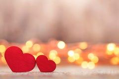 Красные сердца на деревянной предпосылке Стоковое фото RF