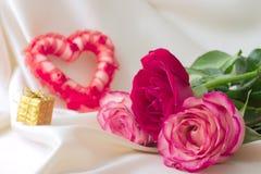 Красные сердце и розы Стоковая Фотография RF