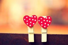 Красные сердца на зажимке для белья Валентайн дня s Стоковая Фотография RF