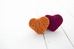 Красные сердца на древесине Стоковая Фотография