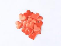 Красные сердца на серой предпосылке Валентайн формы влюбленности сердца карточки Стоковые Фотографии RF