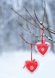 Красные сердца оформления вися на ветви thee Стоковая Фотография RF