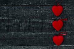 Красные сердце и деревянный стол Стоковое Фото