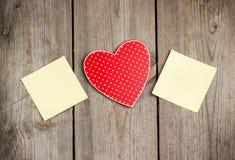 Красные сердце и карточки на день валентинки Стоковое Изображение RF