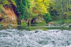 Красные скалы и река Amata на Cesis 2012 стоковая фотография rf