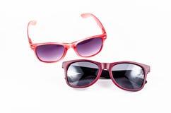 Красные солнечные очки изолированные на белой предпосылке Стоковые Изображения